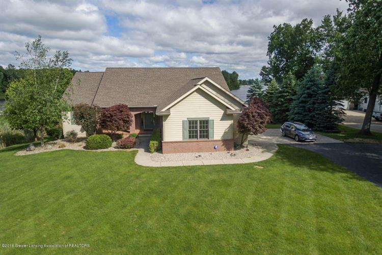 8892 Lake Pointe Dr., Laingsburg, MI 48848