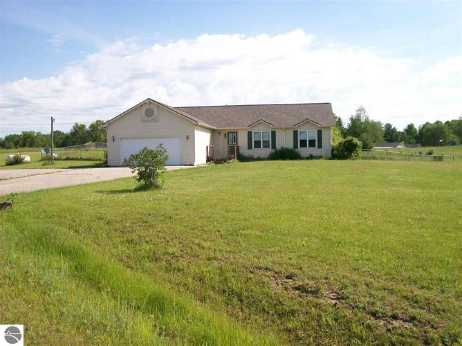 928 W State Road, West Branch, MI 48661