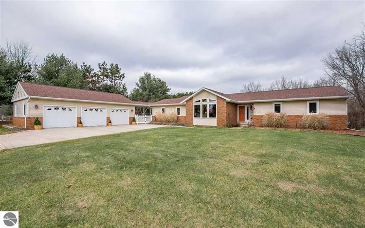 242 Lantern Hill Drive, Mt Pleasant, MI 48858