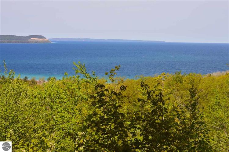 2176 S Ridge Road, Lake Leelanau, MI 49653