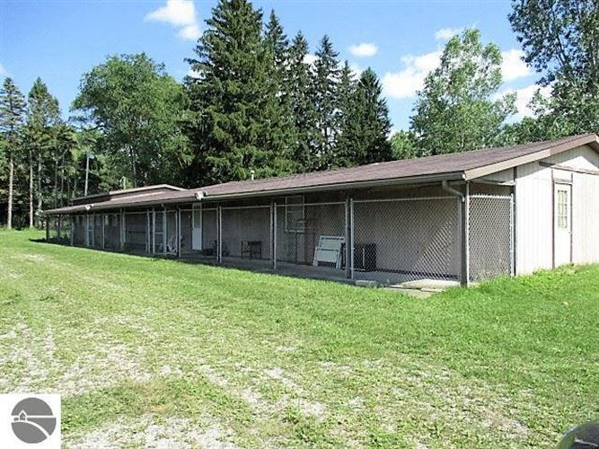 10782 E Monroe Road, Wheeler, MI 48662