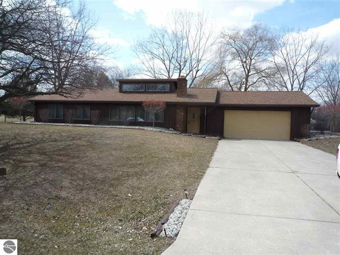 5353 Willow Bend, Alma, MI 48801