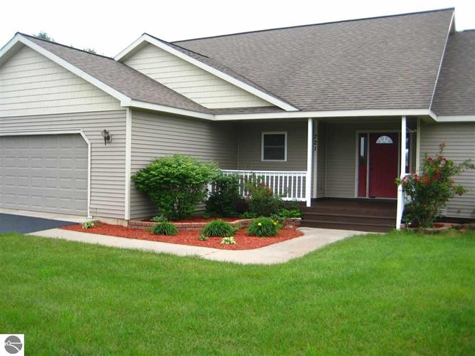 721 Clyde Lee, Traverse City, MI 49686
