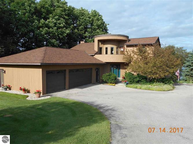 8872 Deer Run, Petoskey, MI 49770