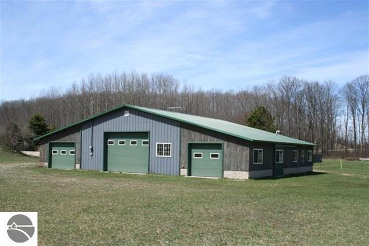 8521 S Bohemian Road, Maple City, MI 49664