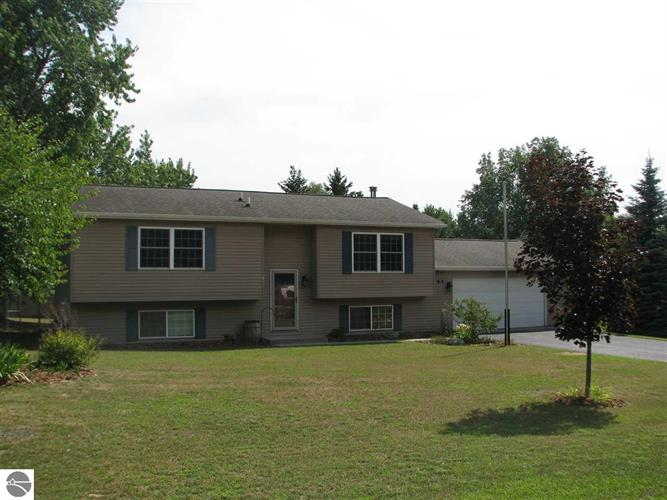 1165 N Carriage Hill, Traverse City, MI 49686