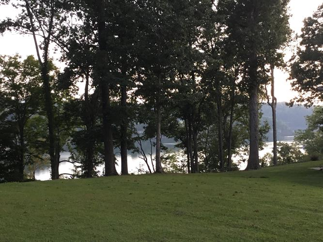 000 Lake Cliff Drive, Somerset, KY 42503
