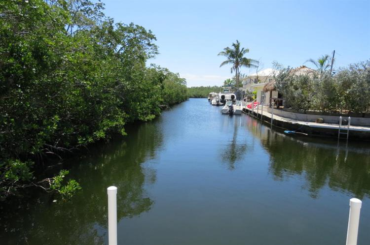 371 Ryan Avenue, Key Largo, FL 33037