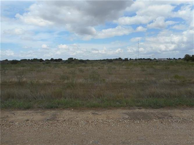 90  County Rd 461, Coupland, TX 78615