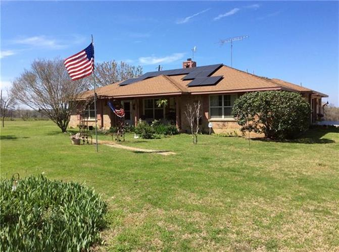 1295  County Road 440, Lincoln, TX 78948