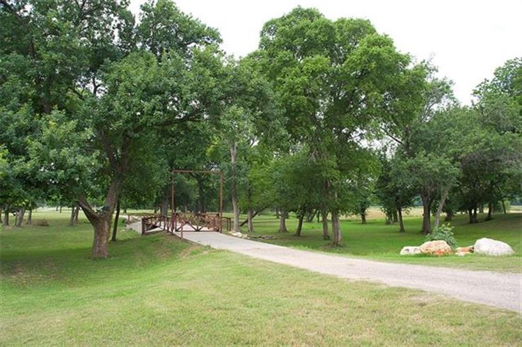 2185  County Road 421, Thorndale, TX 76577