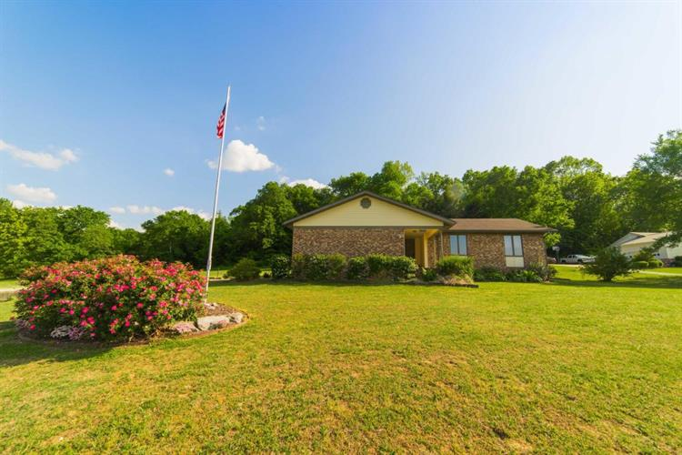 1527 Meadow Court, Green Forest, AR 72638
