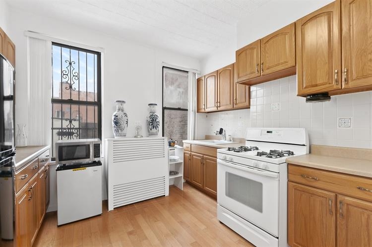 1014 Manhattan Avenue, Brooklyn, NY 11222