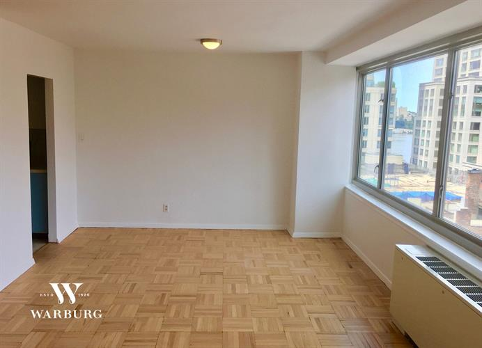 315 West 70th Street, New York, NY 10023