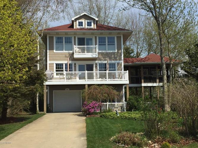 645 Lakeshore Drive, South Haven, MI 49090