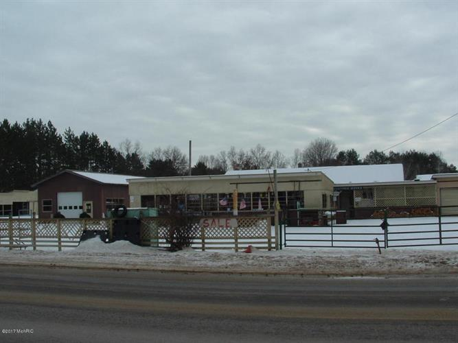 5899-5921 W 10 1/2 Mile Road, Irons, MI 49644