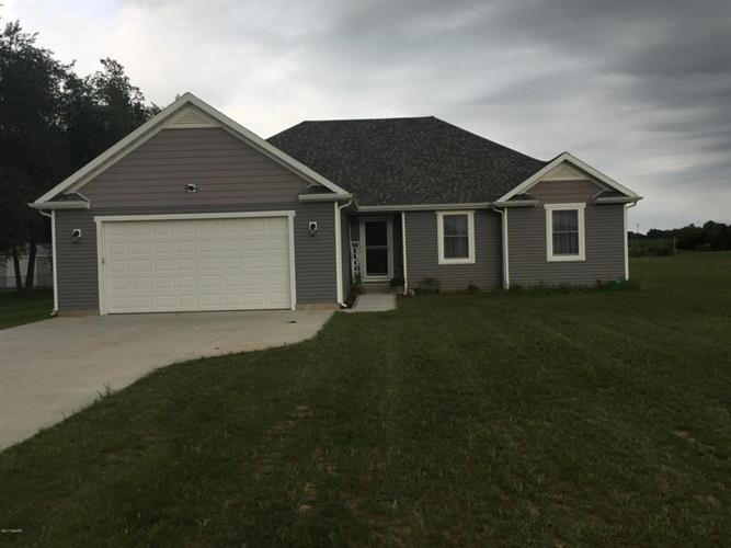 69297 Christiana Lake Rd, Edwardsburg, MI 49112
