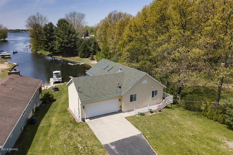 17096 Winona Lane, Howard City, MI 49329