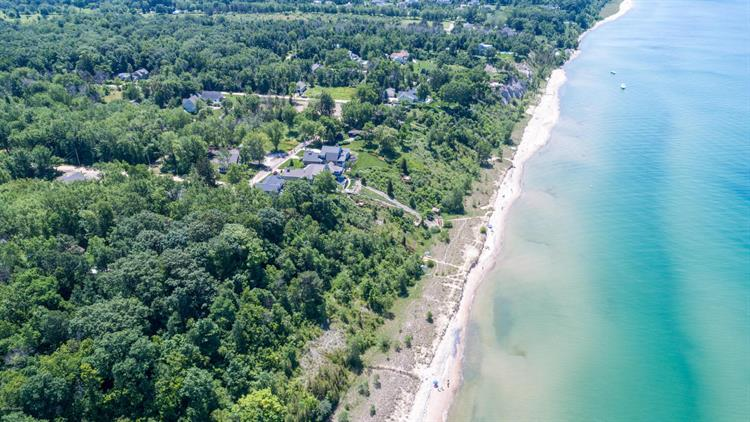 24 Maple, South Haven, MI 49090