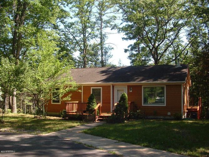 7887 Peterson Road, Irons, MI 49644