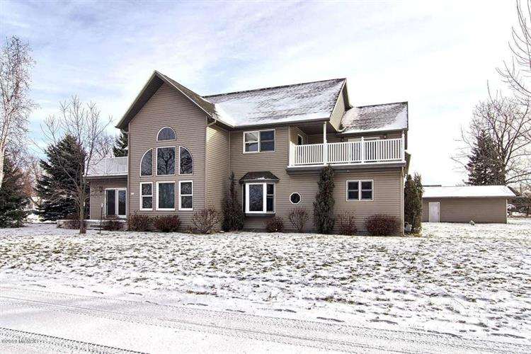 211 Bluff Avenue, Eastlake, MI 49626 - Image 1