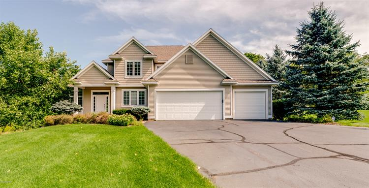 8674 Olde Meadow Drive NE, Rockford, MI 49341