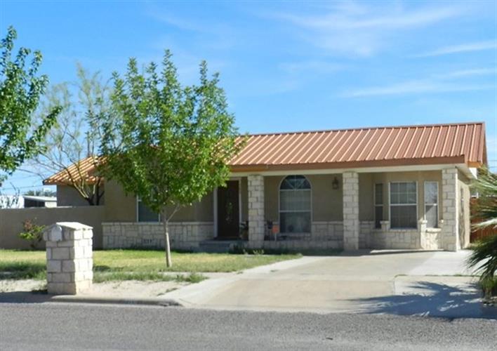 709 W 11th St, Fort Stockton, TX 79735