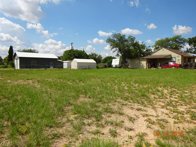 616 SW 7th St, Seminole, TX 79360