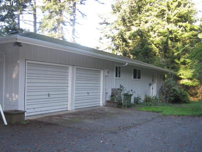 65434 E BAY DR, North Bend, OR 97459
