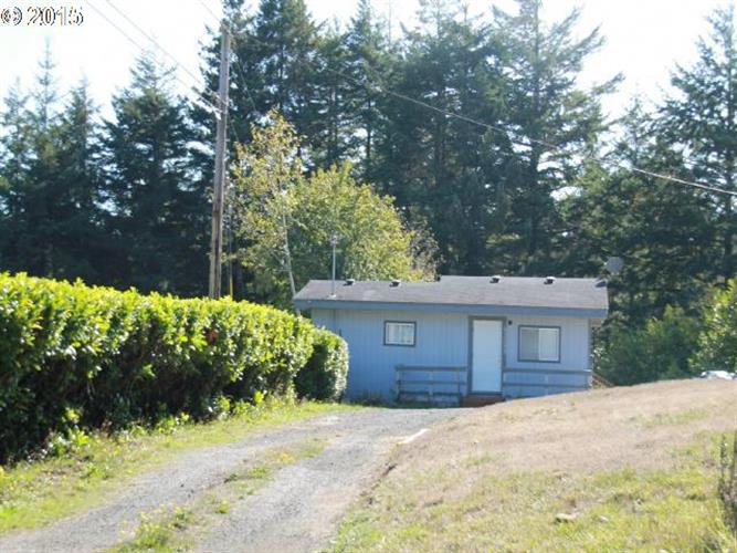 63510 GRAND RD, Coos Bay, OR 97420