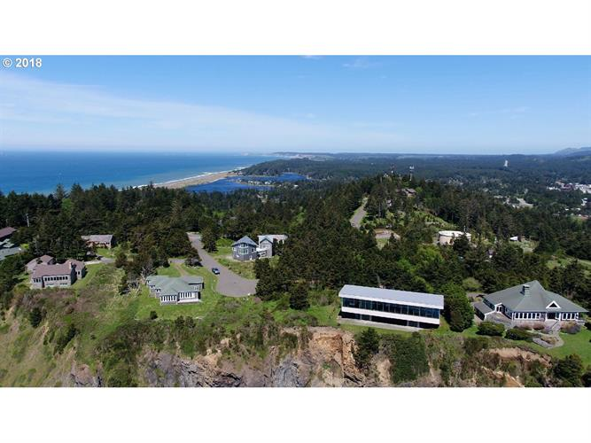 808 KING ST, Port Orford, OR 97465