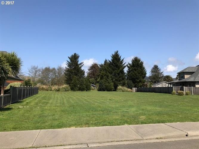 7207 EDGE CLIFF DR 8, Brookings, OR 97415 - Image 1