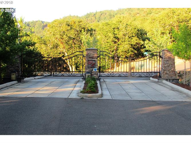 581 SOUTHRIDGE WAY 12, Roseburg, OR 97470 - Image 1