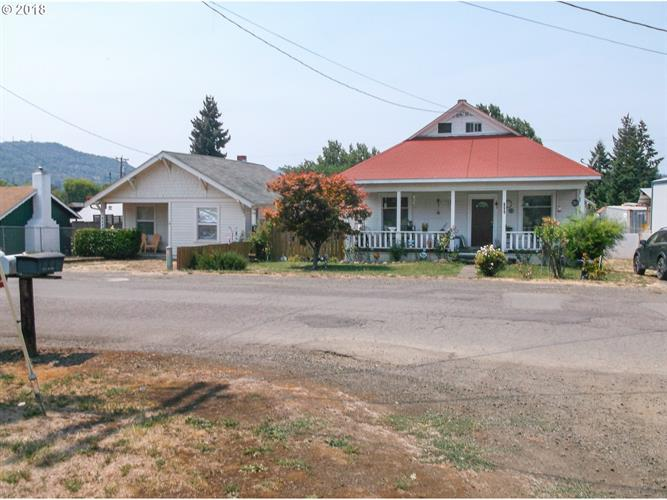 1062 NE POST ST, Roseburg, OR 97470