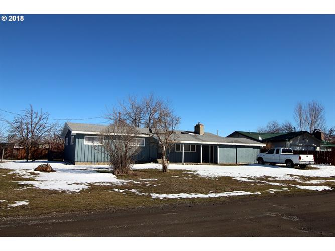 704 N LAKE ST, Joseph, OR 97846