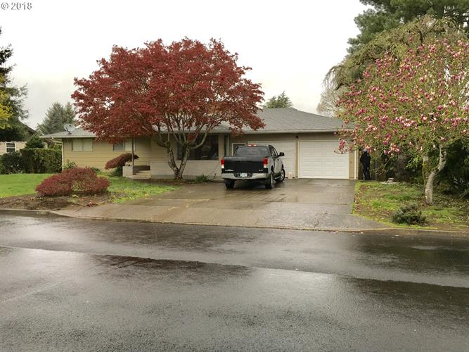 896 NW 12TH AVE, Canby, OR 97013