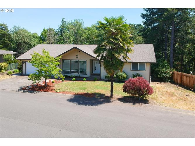 1182 NW CHERRY DR, Roseburg, OR 97471