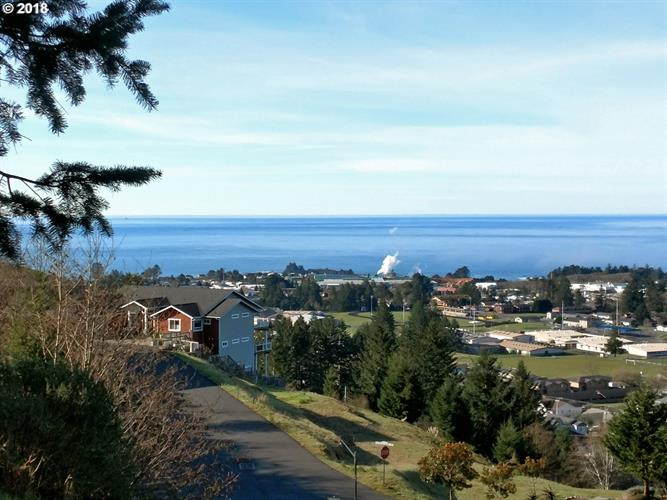 6877 PACIFIC TERRACE DR, Brookings, OR 97415