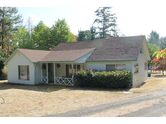 1930 TENMILE VALLEY RD, Tenmile, OR 97481