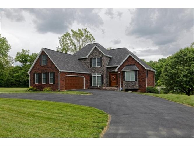 45 Green Tree Circle Road, Bristol, VA 24201