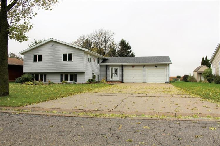 1677 Oakwood Drive, Worthington, MN 56187