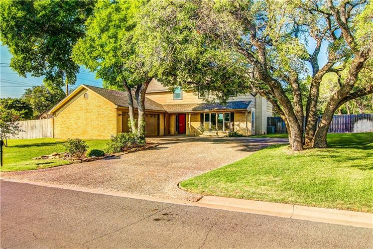 1007 Oak Grove Circle, Woodway, TX 76712