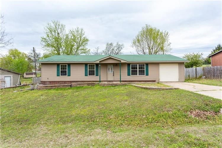 125  E Lincoln, Greenwood, AR 72936