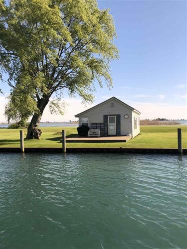 8575 BIG FISHER, Harsens Island, MI 48028
