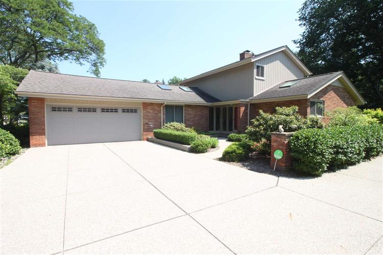 65 WOODLAND SHORES, Grosse Pointe, MI 48236