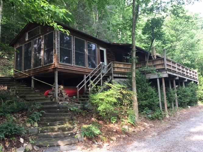 935 RIVER LODGE RD, Luray, VA 22835