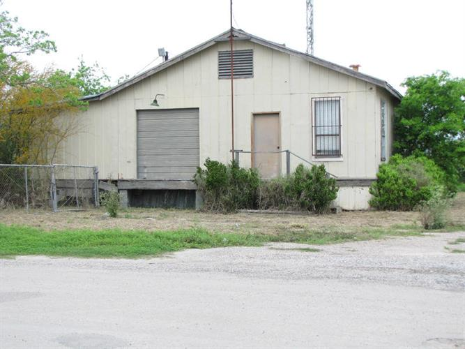 605 N. Front St, Mathis, TX 78368