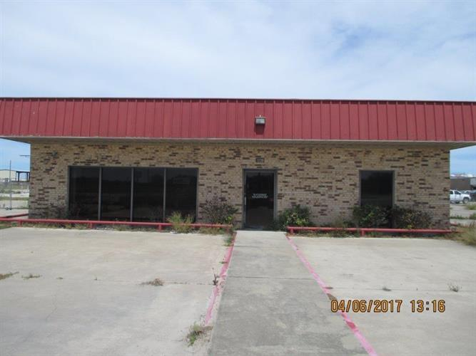 1120 Airport Rd, Alice, TX 78332