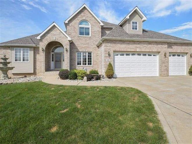148 N Timber Point Court, Valparaiso, IN 46385