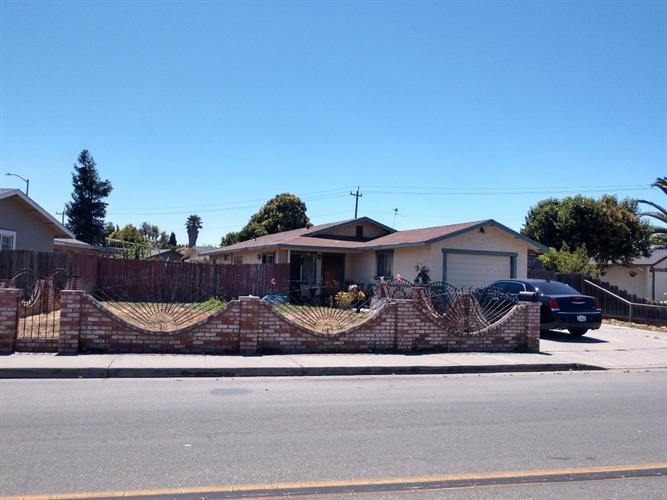 1071 Central Avenue, Hollister, CA 95023